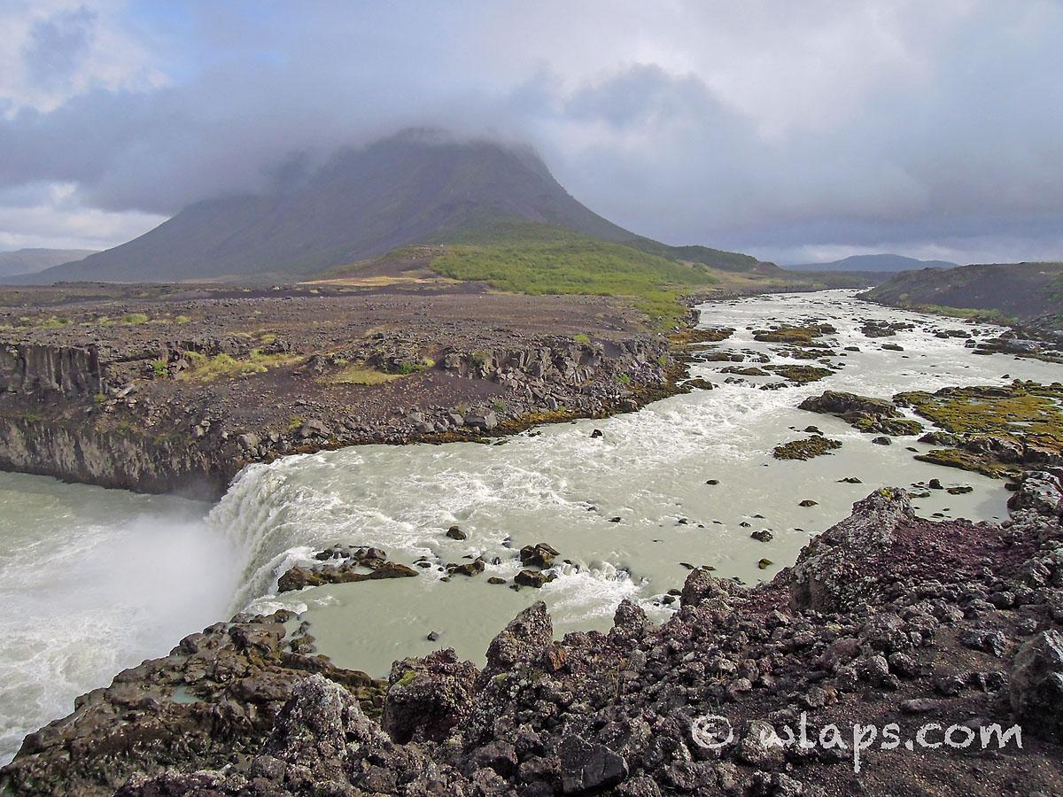 ciel-orageux-cascade-islande