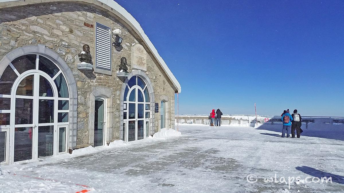 vue-depuis-pic-midi-bigorre-pyrenees-neige