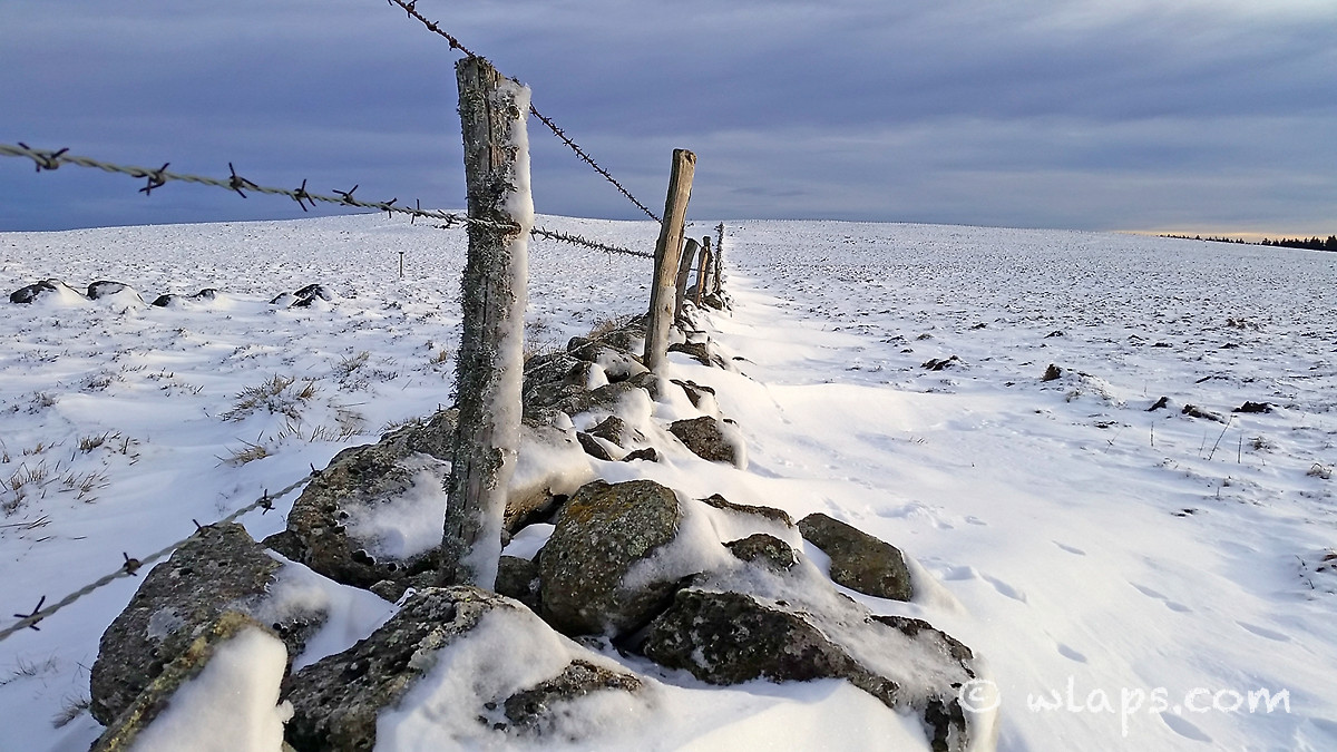 16-aubrac-coucher-soleil-neige