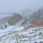 16-photo-village-aubrac-neige-brouillard