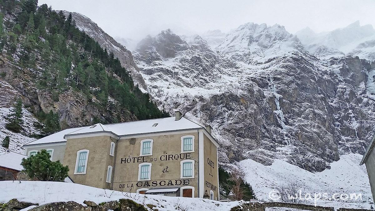 2-cirque-gavarnie-pyrenees-neige