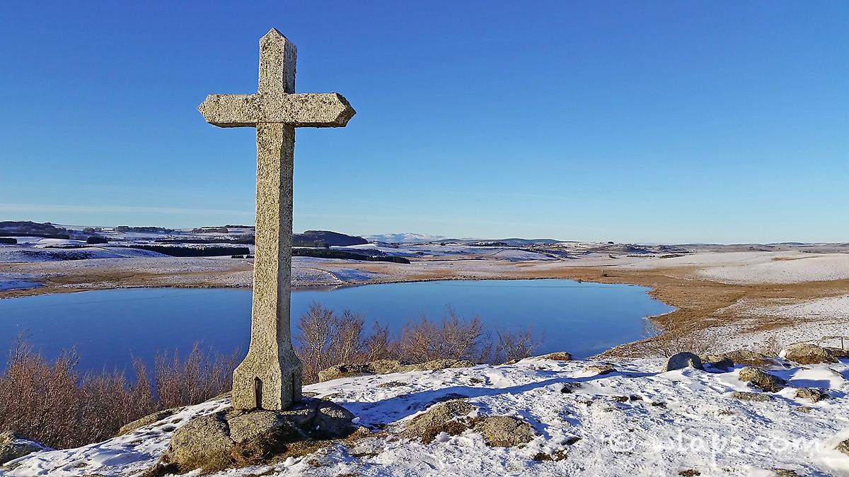 croix-lac-saint-andeol-lozere-aubrac