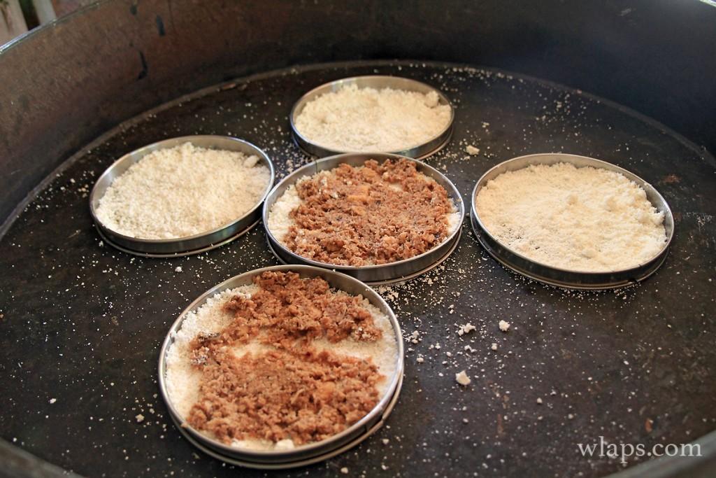kassaves à la manioquerie en Guadeloupe