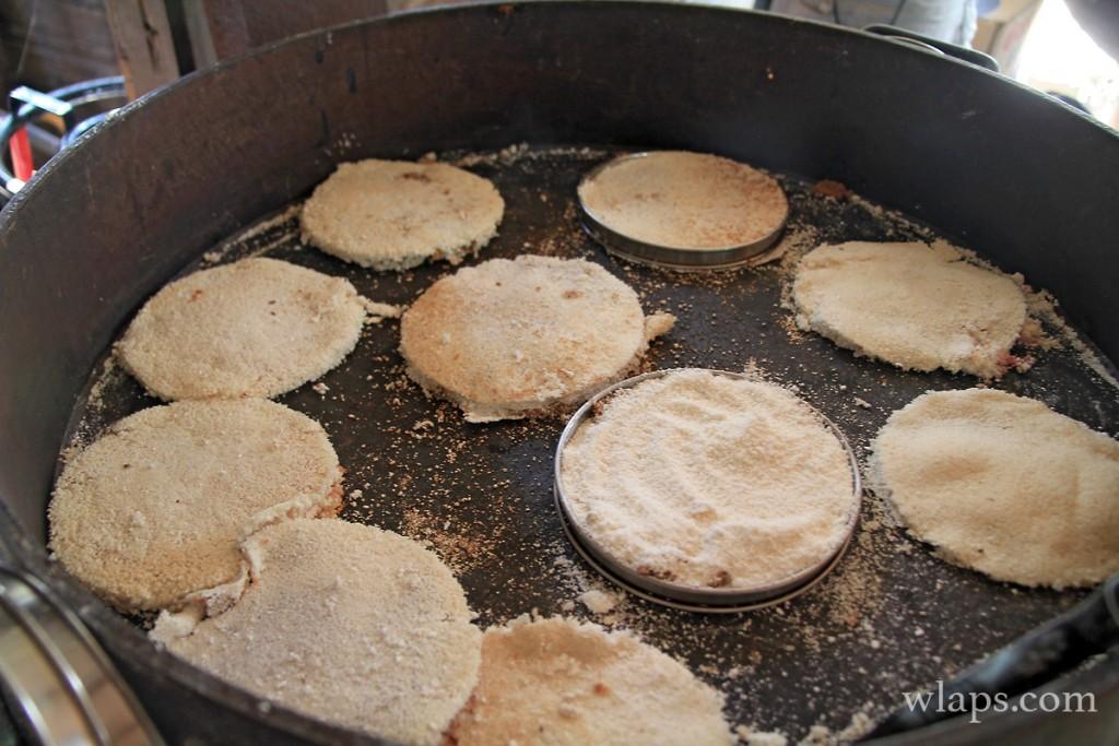 kassaves à la manioquerie de Léandre en guadeloupe
