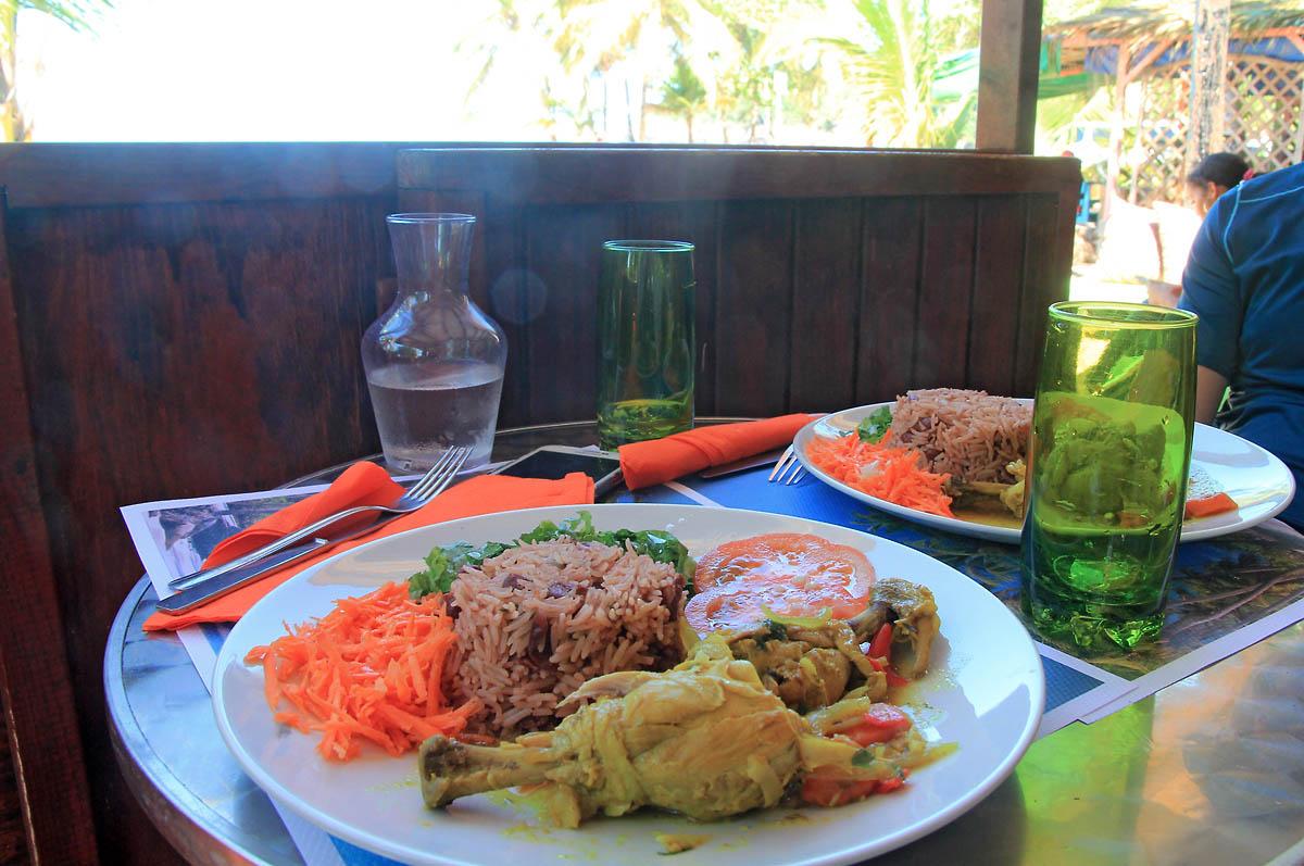 restaurant-creole-chez-estelle-plage-perle-deshaies-1