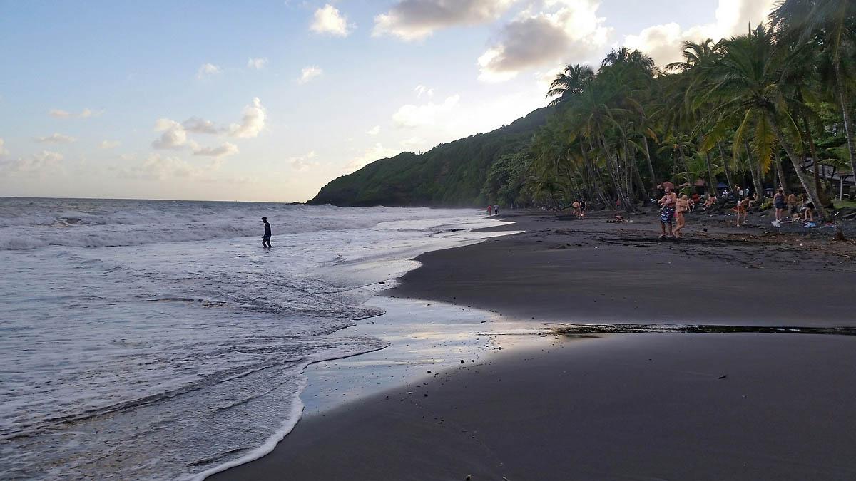 4-plage-grande-anse-trois-rivieres-basse-terre