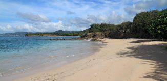 sainte-anne-plage-deserte