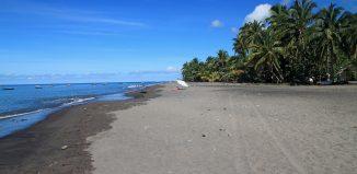 sable-gris-plage-carbet