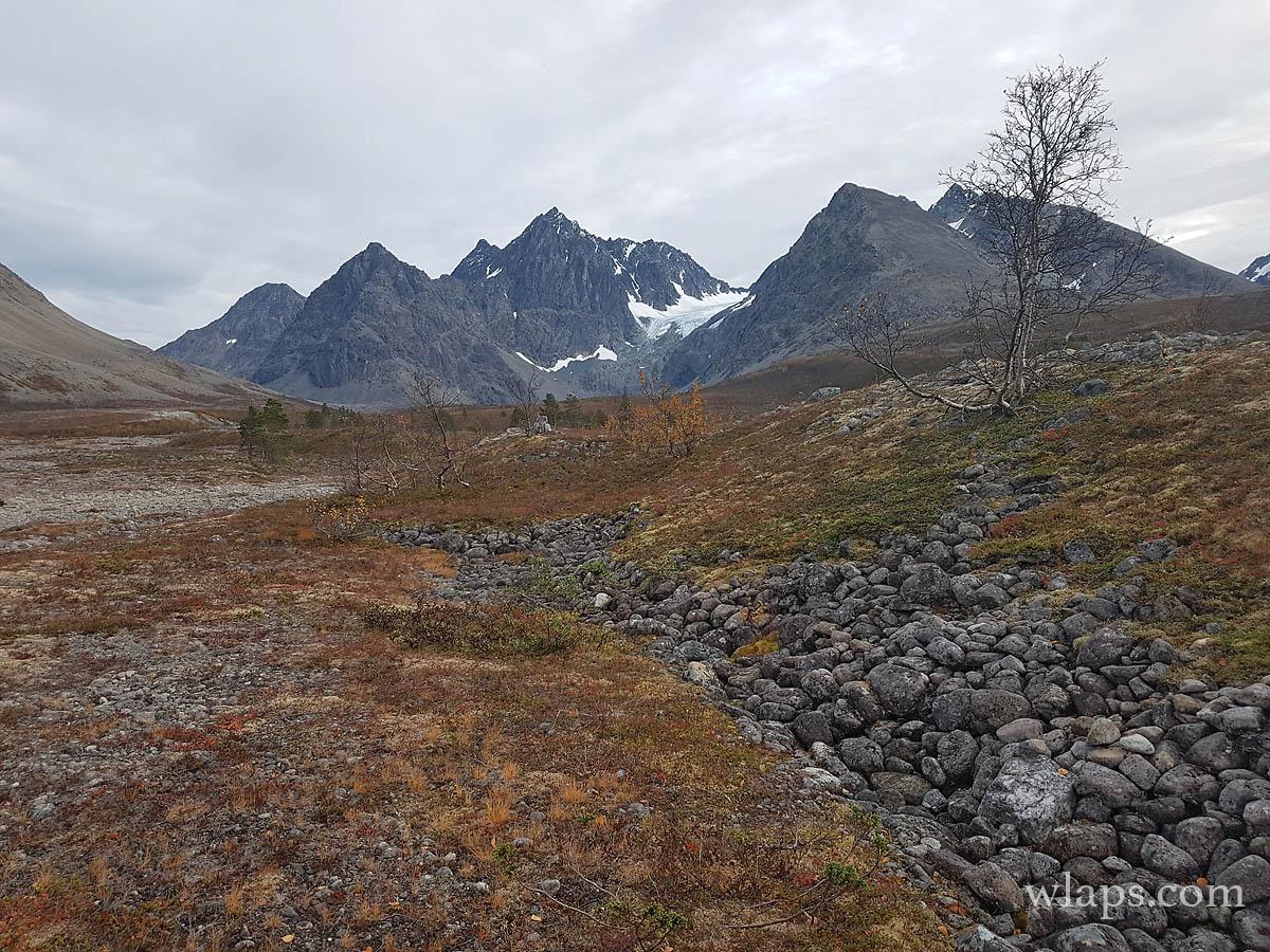1-blavatnet-hike-lyngen-alps