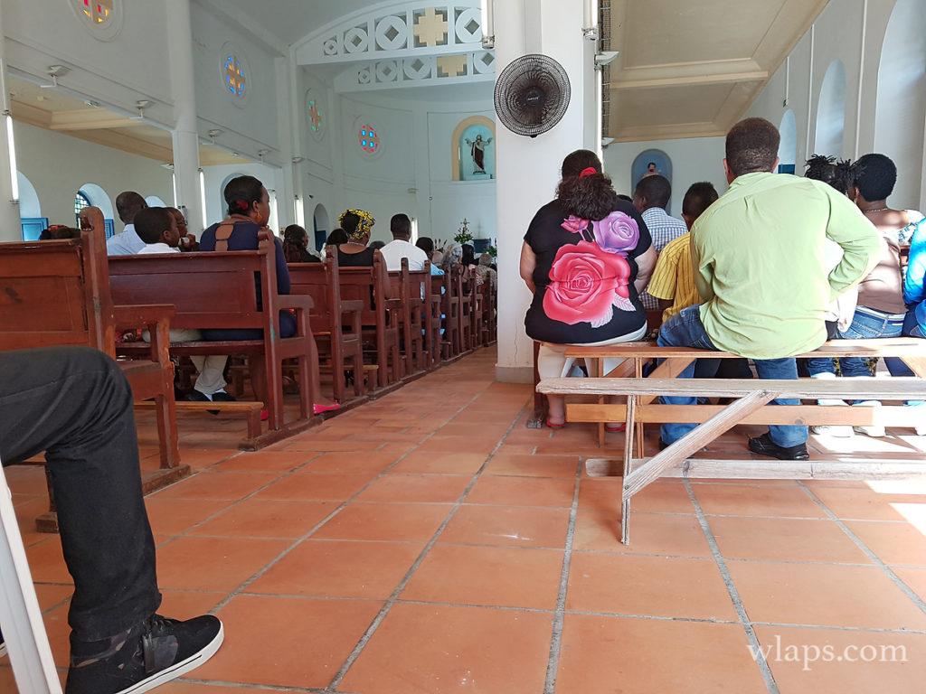 messe dans l'église de Capesterre de Marie-Galante