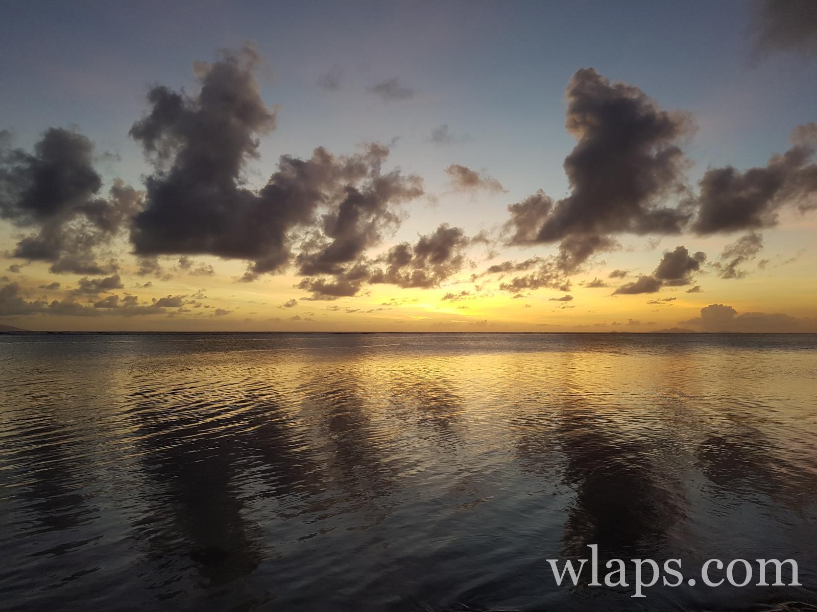 Coucher de soleil sur la mer à Marie Galante