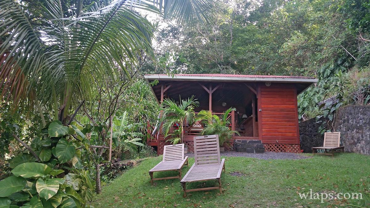 bungalow-bois-exotique-deshaies