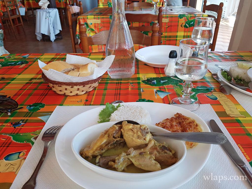 repas au restaurant le reflet de l'ile à marie-galante un jour de pluie