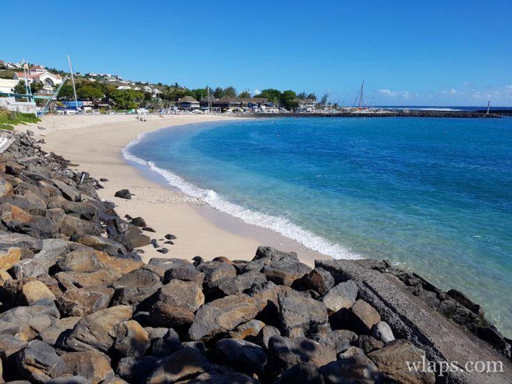 La Plage des Roches Noires à l'île de La Réunion