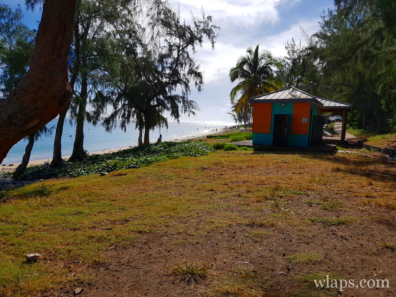 Douches de la plage de Trou d'Eau à La Réunion