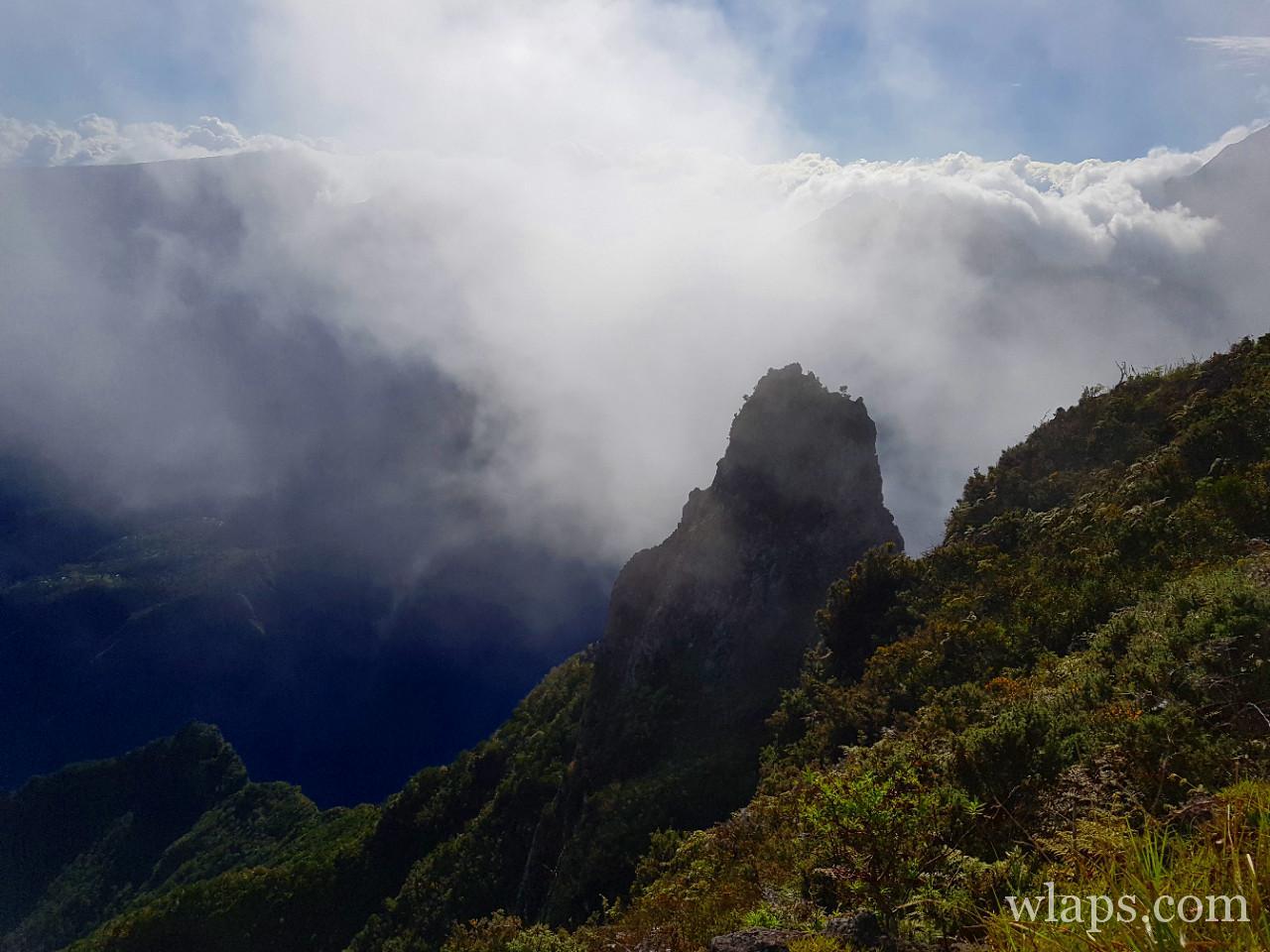 Mafate dans le brouillard à La Réunion