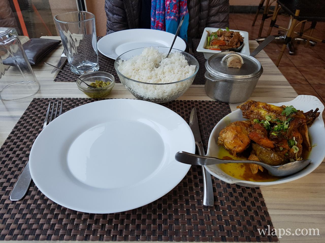 Plat au restaurant local et créole de La Kaz à l'ile de La Réunion