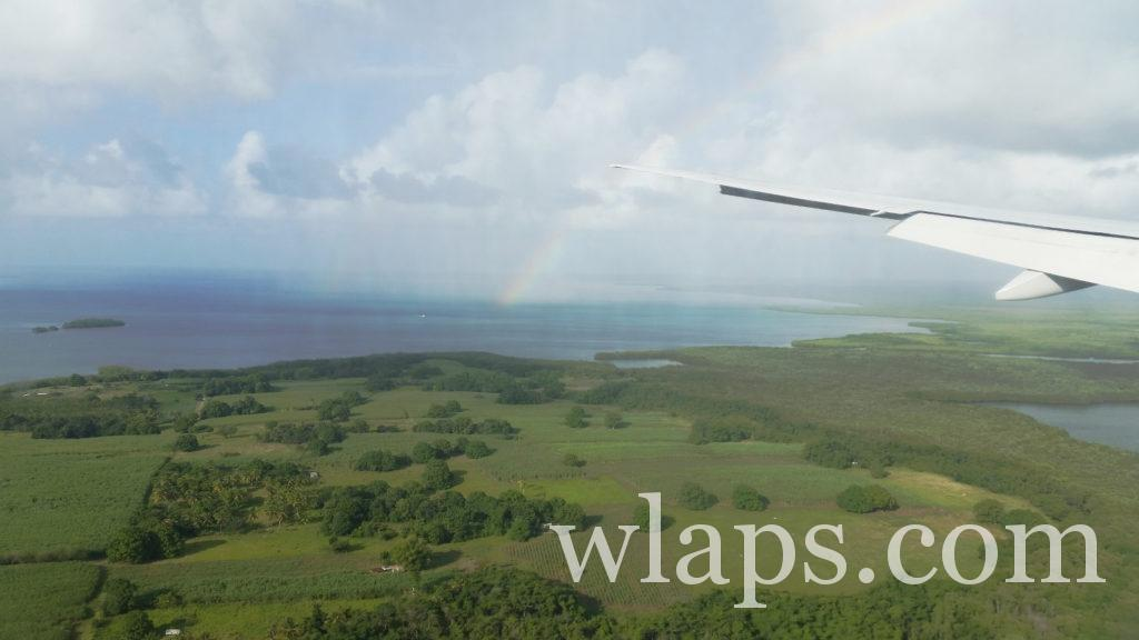 aile d'avion qui survole la guadeloupe