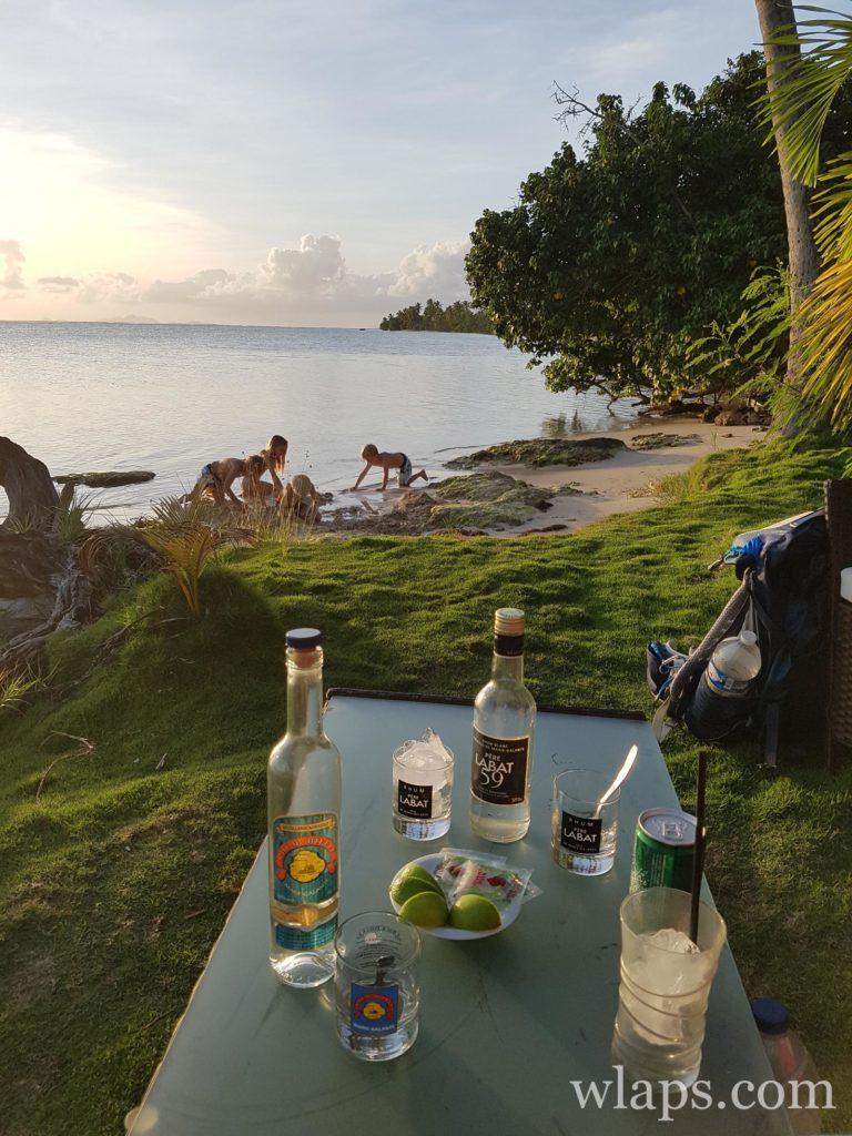 Vue au restaurant le sun 7 beach à Marie Galante au coucher de soleil