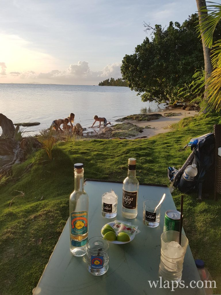 Apéritif à Marie Galante au restaurant de plage le Sun 7 Beach