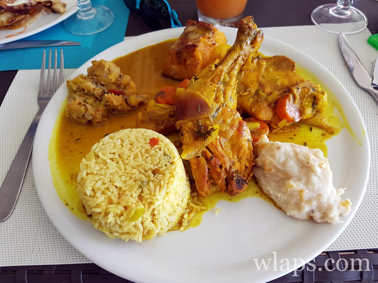 Colombo de poulet au restaurant le Sun 7 Beach à Marie Galante
