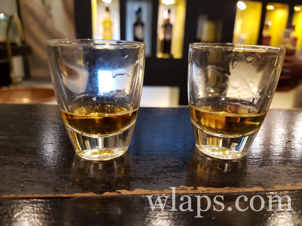 Rhum dans des verres à l'ile maurice