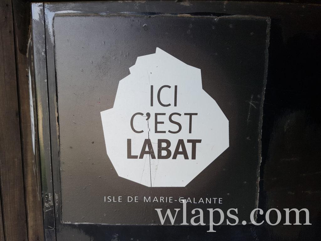Panneau de la distillerie Père Labat à Marie-Galante