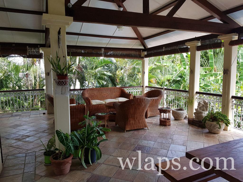 terrasse de notre villa louée à rivière noire a l'ile maurice