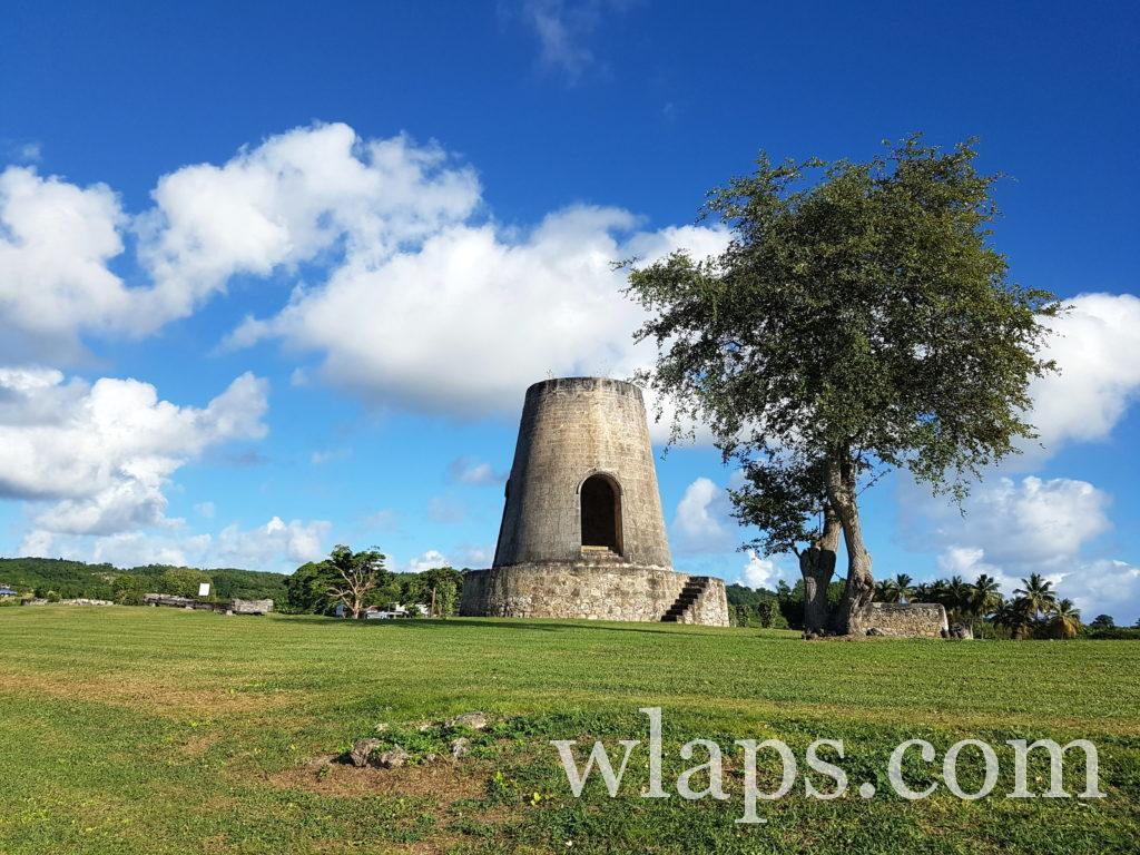 Découverte de l'ancien moulin à l'habitation Roussel à Marie Galante