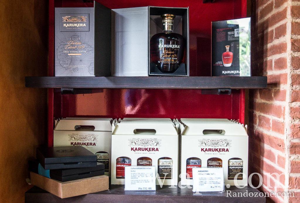 bouteilles de rhums Karukera a la distillerie en Guadeloupe