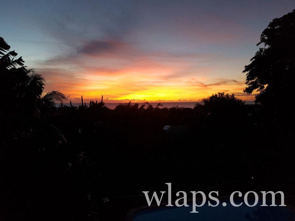 coucher de soleil depuis la villa de rivière noire à l'ile Maurice