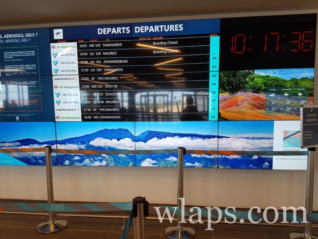 Affichage pour indiquer les départs des avions à l'aéroport