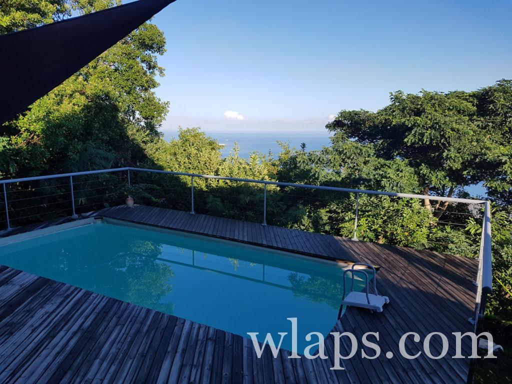 notre terrasse avec piscine à la réunion