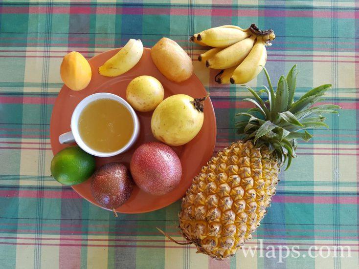 Fruits exotiques achetés au marché sur l'île de Marie Galante