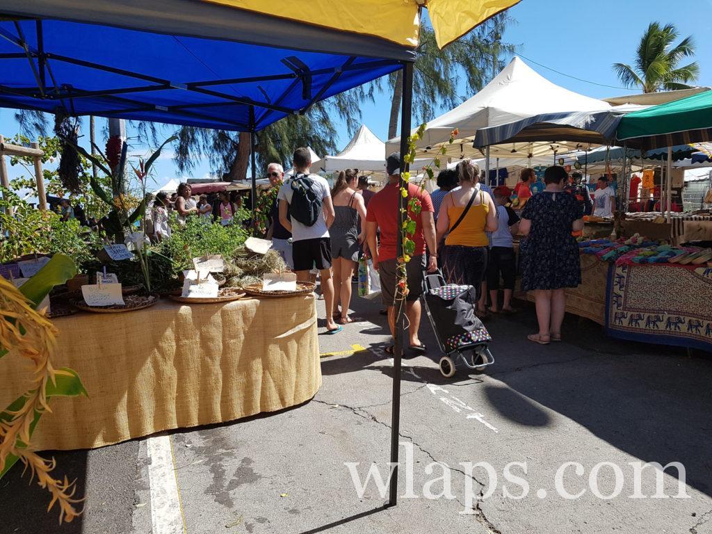 Sur un marché local de l'ile de La Réunion