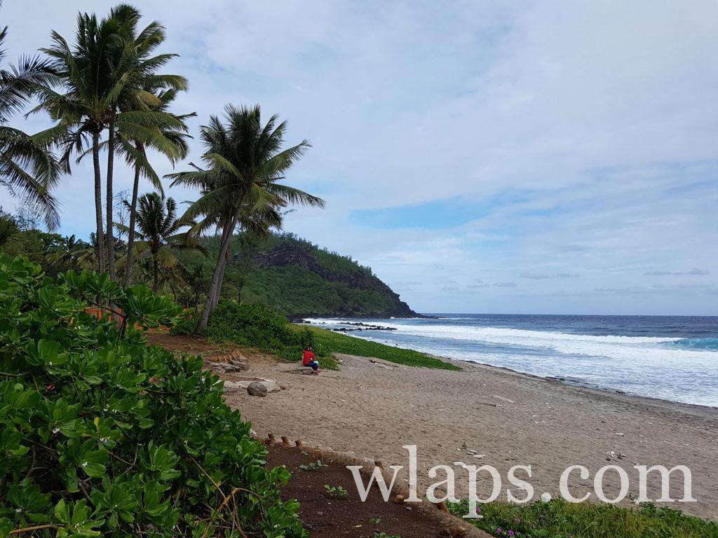Balade le long de la plage de Grande-Anse à La Réunion