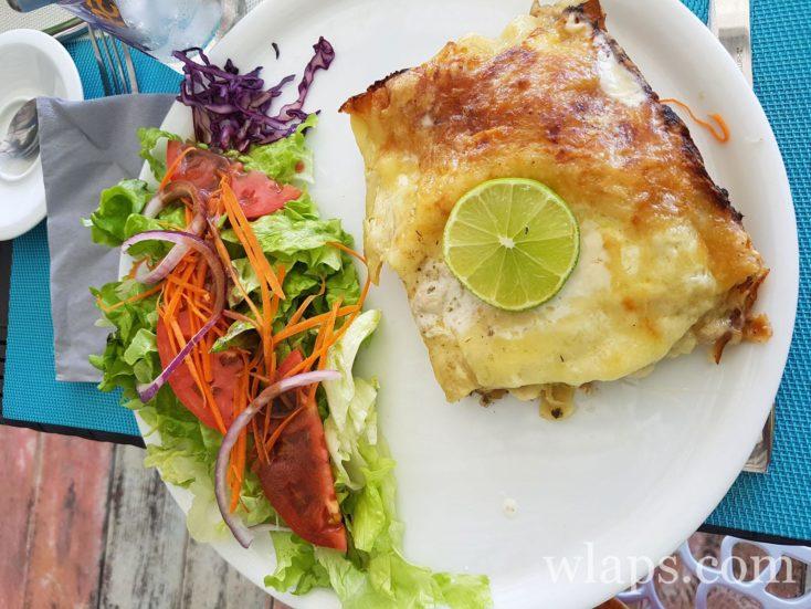 Où manger à Marie-Galante ? au sun 7 beach, des lasagnes au poisson