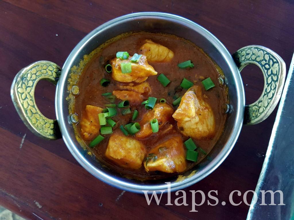 Curry de poulet au restaurant avec un bon rapport qualité prix