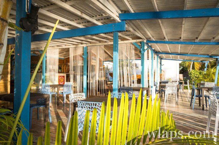La salle du restaurant Sun 7 Beach à Marie-Galante