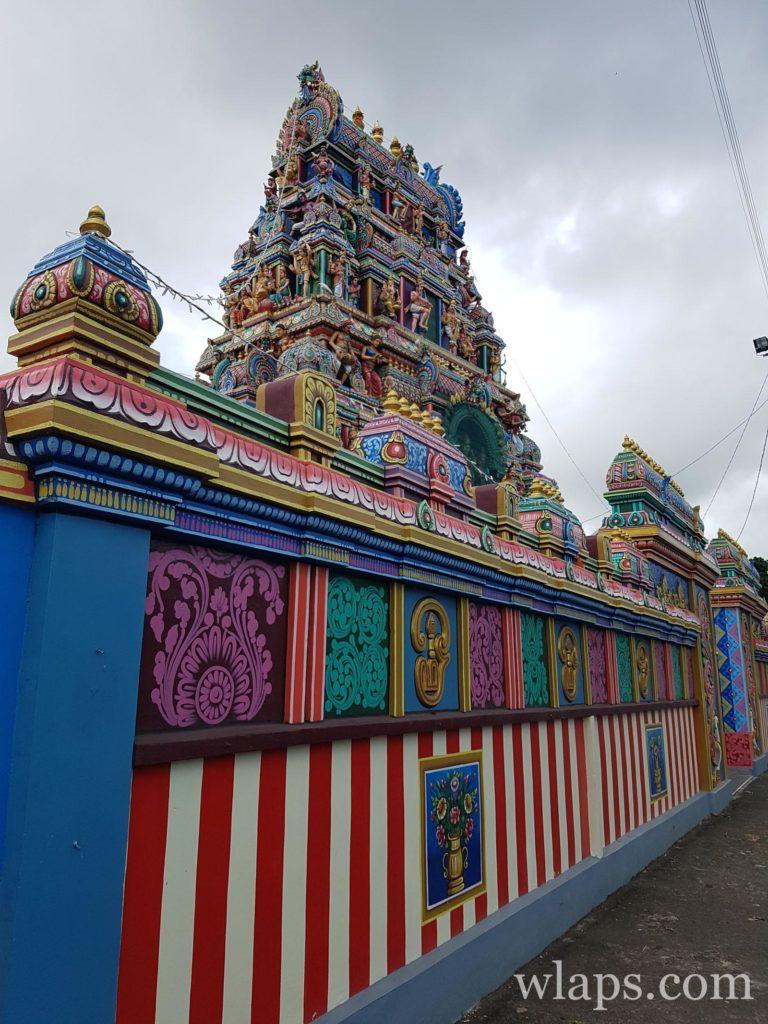 Visiter un temple tamoul, voilà une chouette chose à noter sur sa liste d'activités à La Réunion