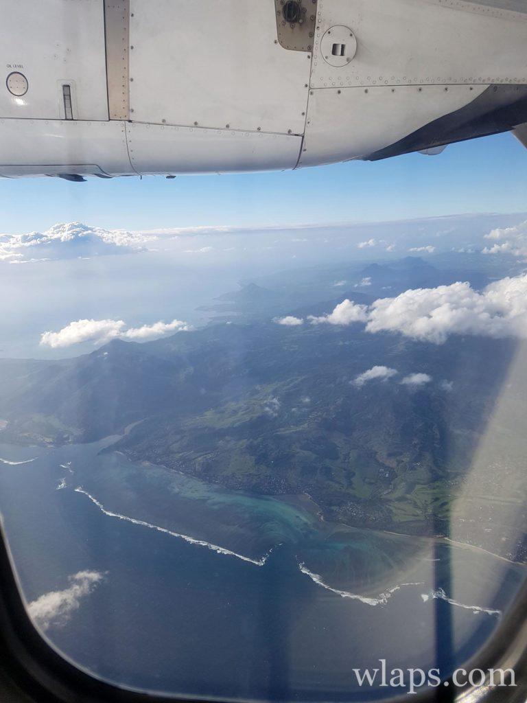 Vue sur la côte de l'ile Maurice depuis l'avion