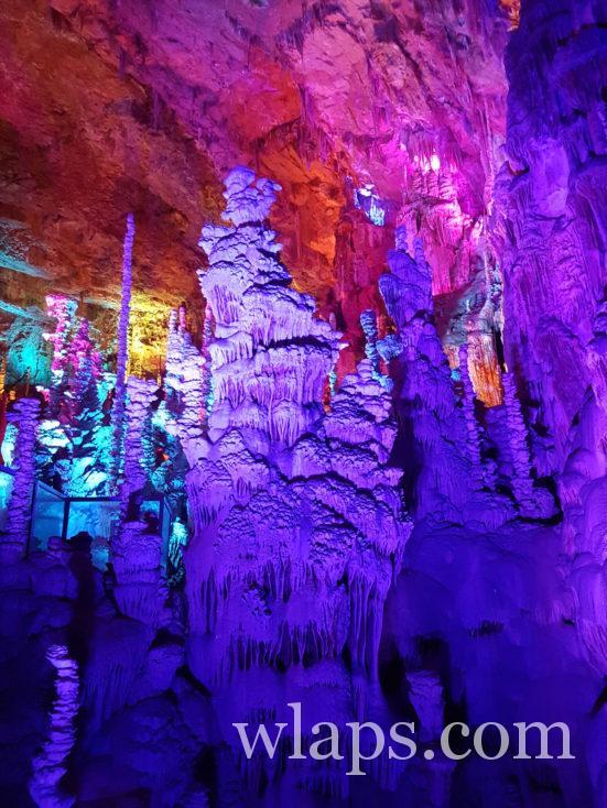 couleurs dans la grotte de l'aven armand