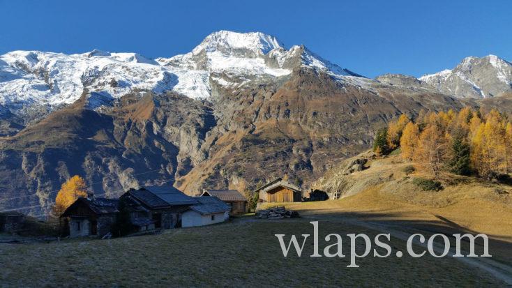 Le hameau du Monal dans les alpes