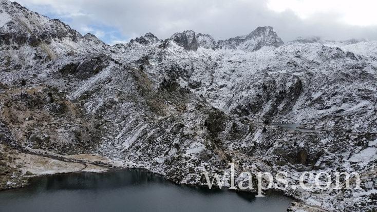 Le lac de la Glère sous la neige