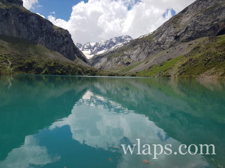 lac des gloriettes avec eau turquoise