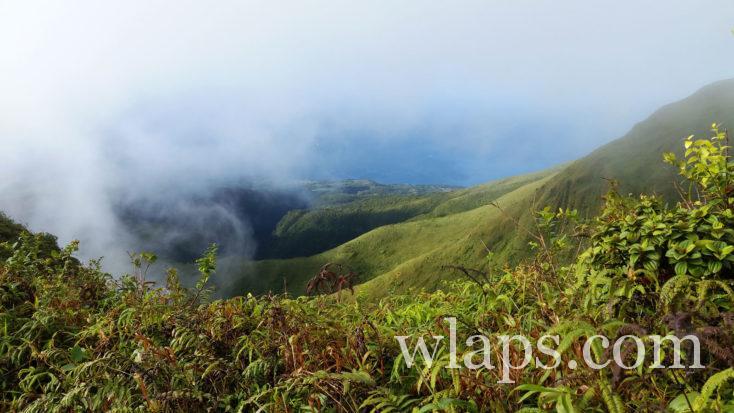 Le nuage se reforme sur la Montagne Pelée en Martinique