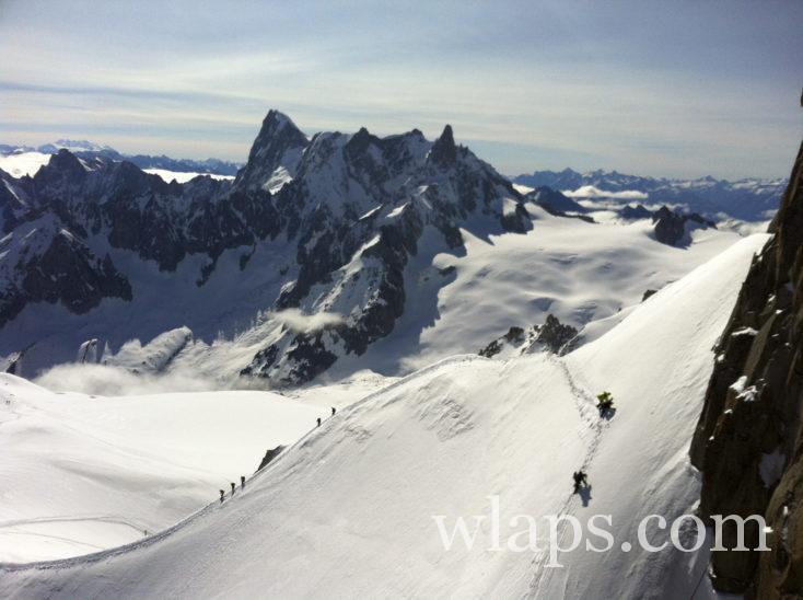 alpinistes sur les crêtes