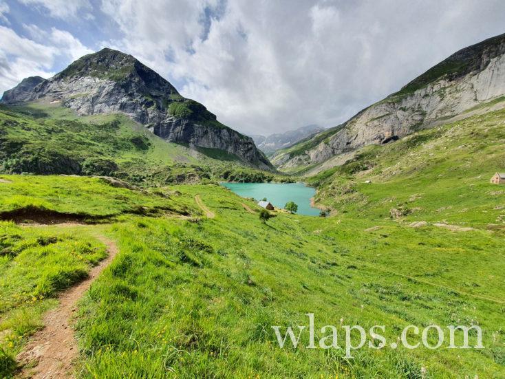 Randonner enceinte dans les Pyrénées au lac des gloriettes