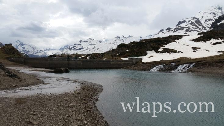 Le lac et le barrage d'Ossoue en hiver