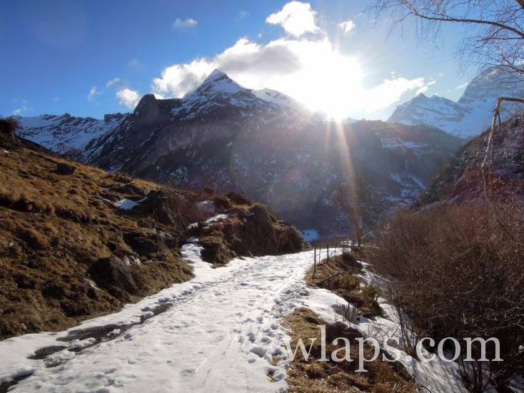 sentier de randonnée au Barrage et lac d'Ossoue